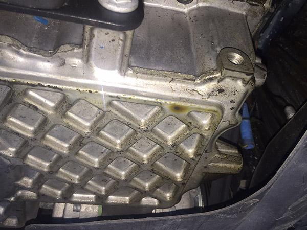 MINI クーパーS R56 オイル漏れ ボンネットから煙が出る